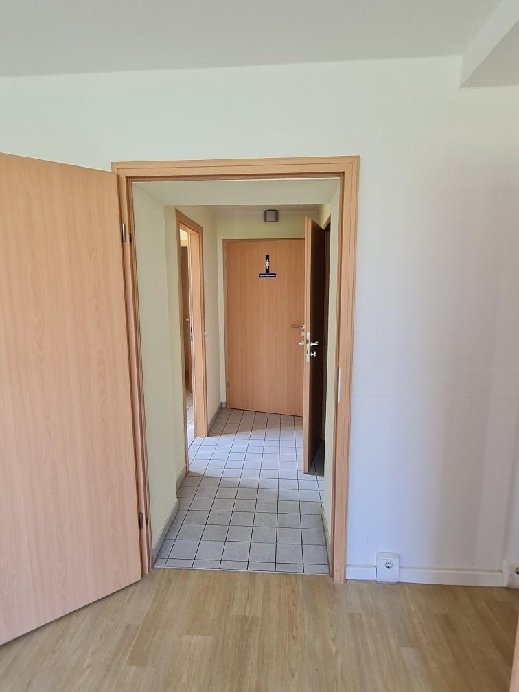 Am Seeufer // Zugang WC-Anlagen