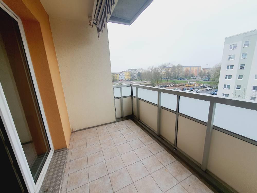 Johannes-R.-Becher-Str. // Balkon