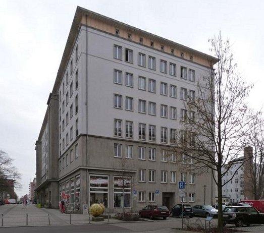 Krügerbrücke // Gebäudeansicht